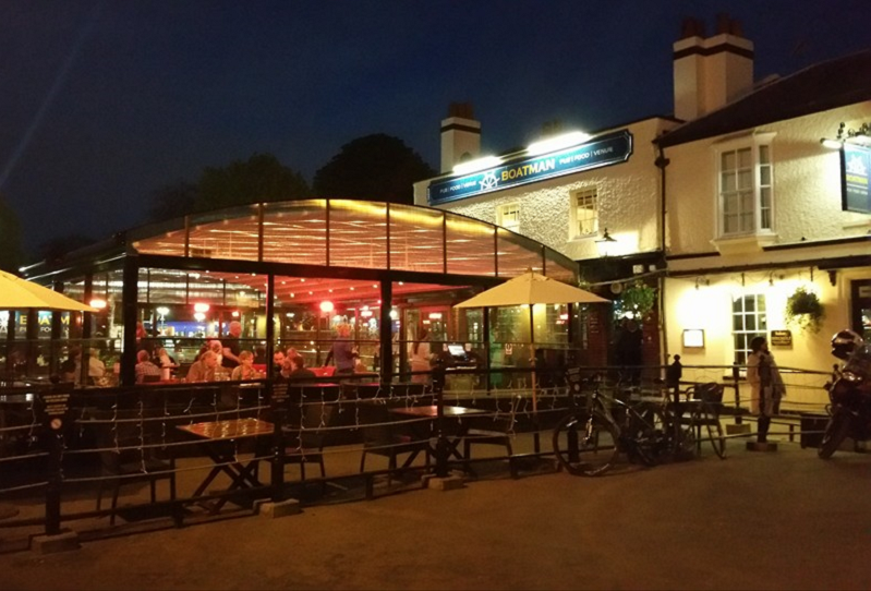 Charming Riverside Pub And Terrace By Windsor Castle